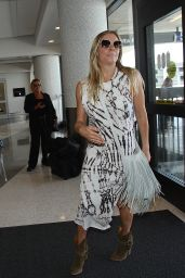 LeAnn Rimes at LA Airport, June 2015