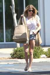 LeAnn Rimes Casual Style - Grocery Shopping in Calabasas, June 2015