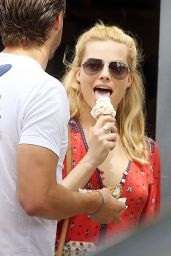Margot Robbie Shows Her Ice Cream Licking Technique - Toronto, June 2015