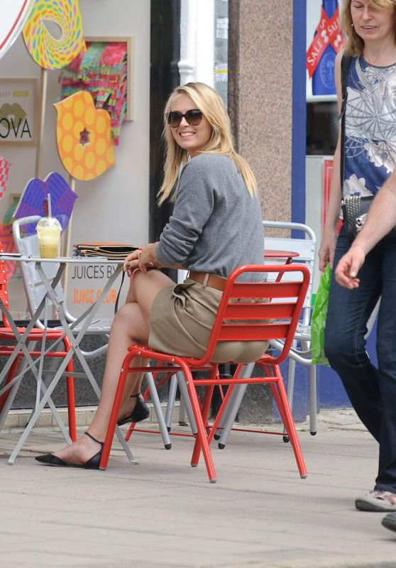 Maria Sharapova - Outside Her Sugarpova Store in Wimbledon Village, June 2015