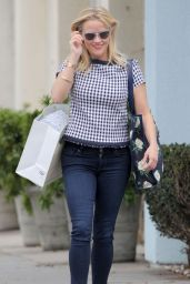 Reese Witherspoon - Shopping in Santa Monica, June 2015