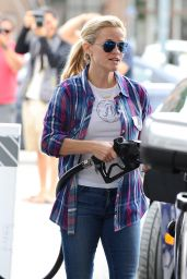 Reese Witherspoon Stops for Gas in Brentwood, June 2015