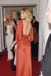 Rosie Huntington-Whiteley – 2015 Glamour Women Of The Year Awards in London