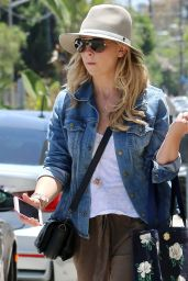 Sarah Michelle Gellar Street Style - Los Angeles, June 2015