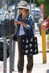 Sarah Michelle Gellar Street Style - Los Angeles, June 2015