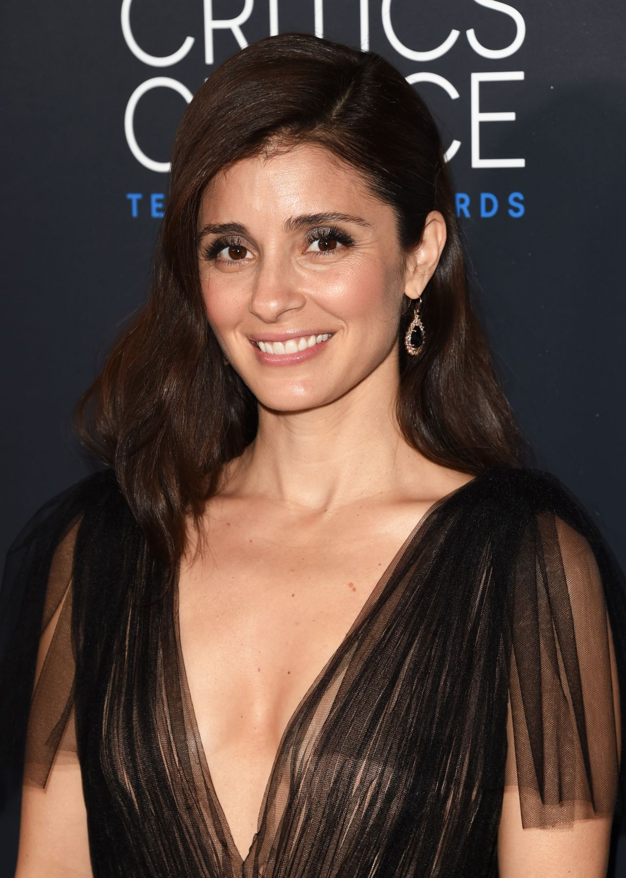 Shiri Appleby on Playing a Non-Romantic Lead -- Vulture