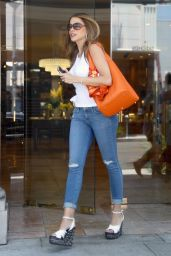 Sofia Vergara in Tight Jeans - Shopping at Geary