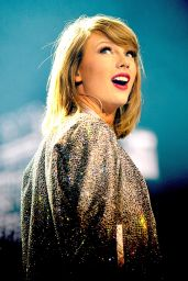 Taylor Swift - 1989 World Tour Concert in Manchester