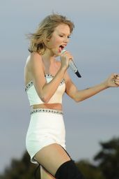 Taylor Swift Performing at 1989 World Tour Concert in London