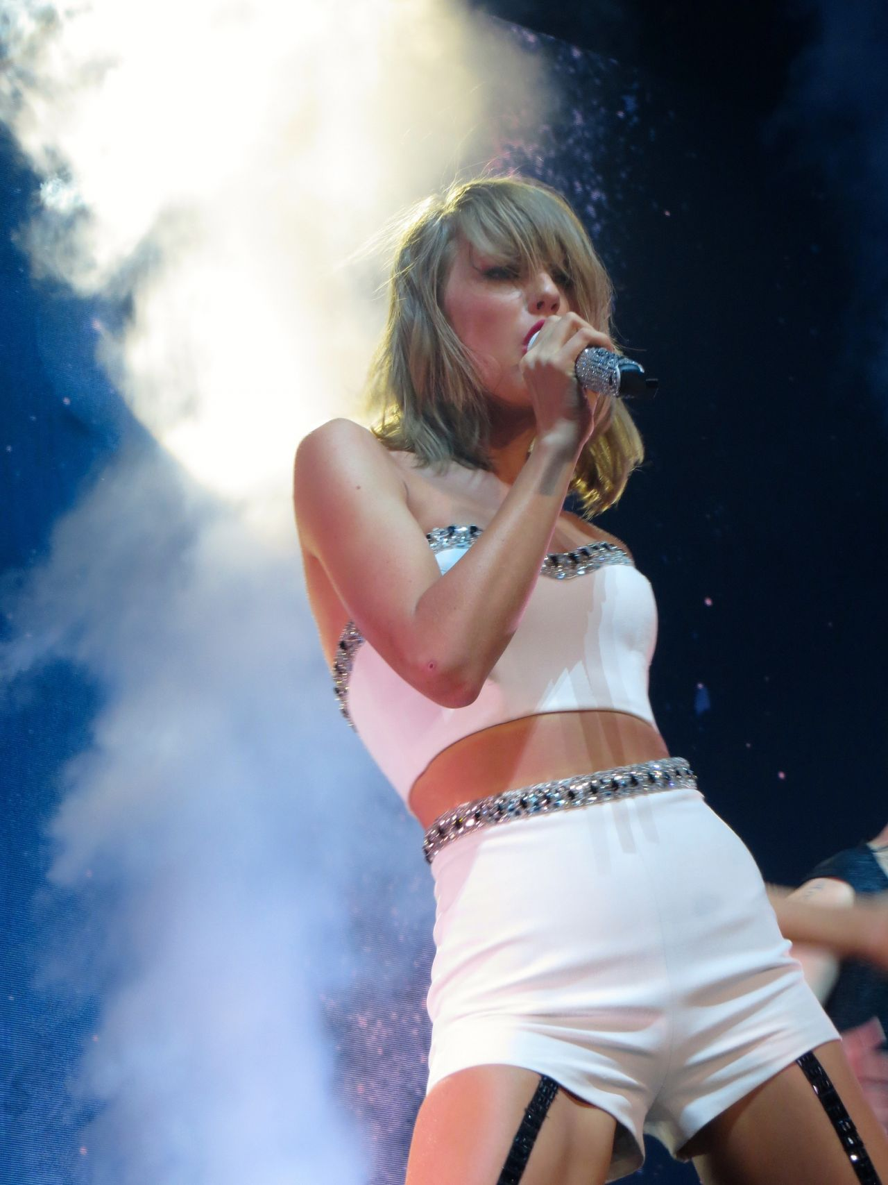 Taylor Swift Performing In Glasgow June 2015