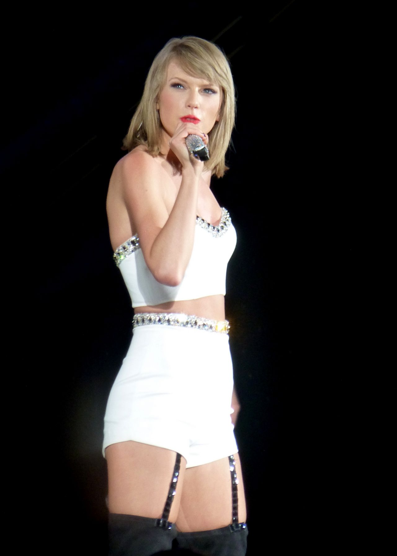 how tall is taylor swiift