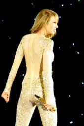 Taylor Swift Performs at 1989 World Tour Concert in Detroit - May 2015