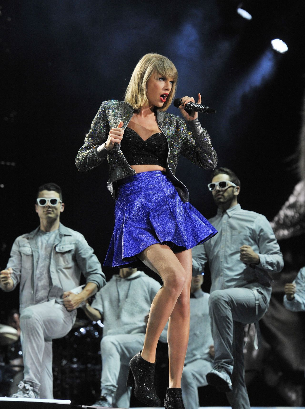 Taylor swift performs at 1989 world tour concert in detroit may 2015