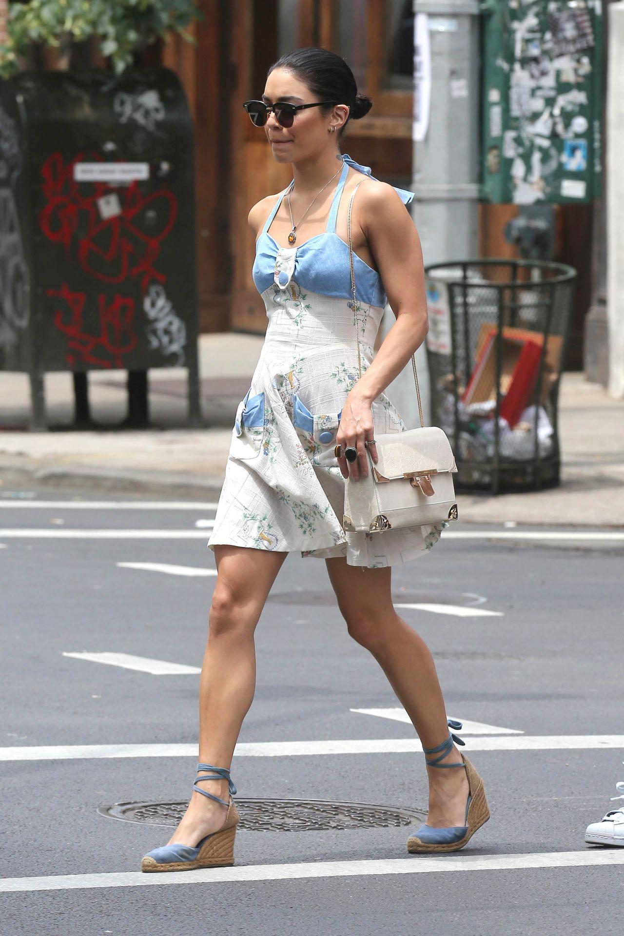 Vanessa Hudgens and Stella Hudgens, New York City, June 2015