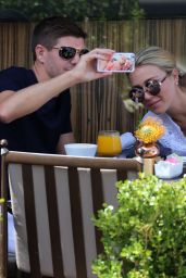 Alex Gerrard - Having Lunch out in Los Angeles - July 2015