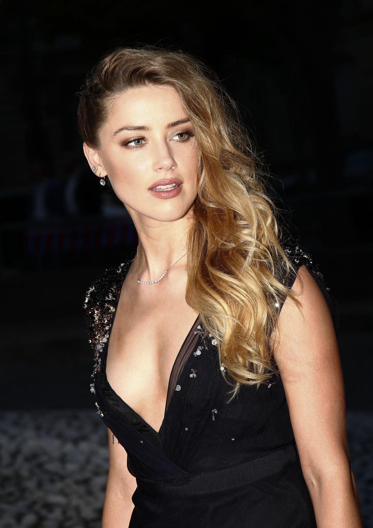 Amber Heard Is The Most Scientifically Beautiful Woman: Miu Miu Fragrance And Croisiere 2016