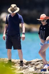 Anna Kendrick Vacationing in Oahu, Hawaii, July 2015