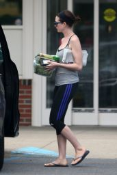 Anne Hathaway in Leggings - Out in New York City, July 2015