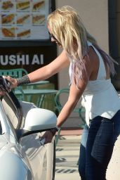 Britney Spears Casual Style - at Home Depot in Westlake Village, July 2015