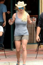Britney Spears - Grabbing a Coffee at Corner Bakery Cafe in Thousand Oaks - July 2015