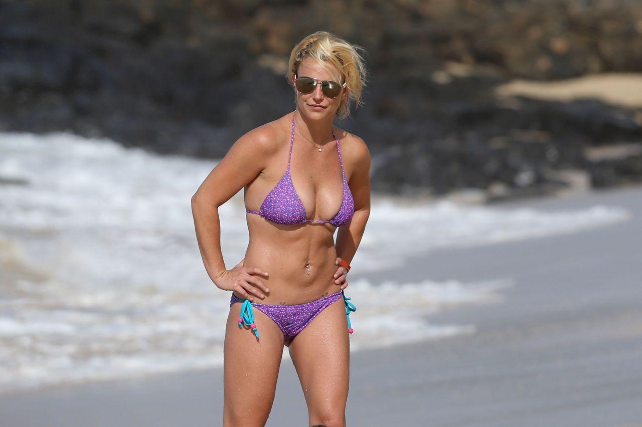 Britney Spears on a Beach in a Bikini in Hawaii, July 2015 бритни спирс