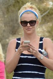Britney Spears - Out & About in Thousand Oaks, July 2015