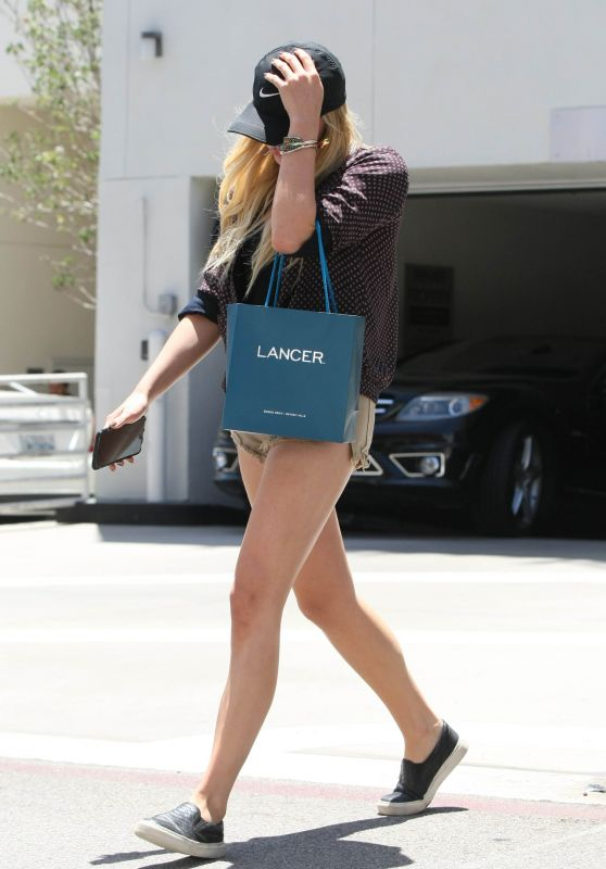 Chloe Moretz Leggy in Shorts – Hiding From Paps in LA, July 2015