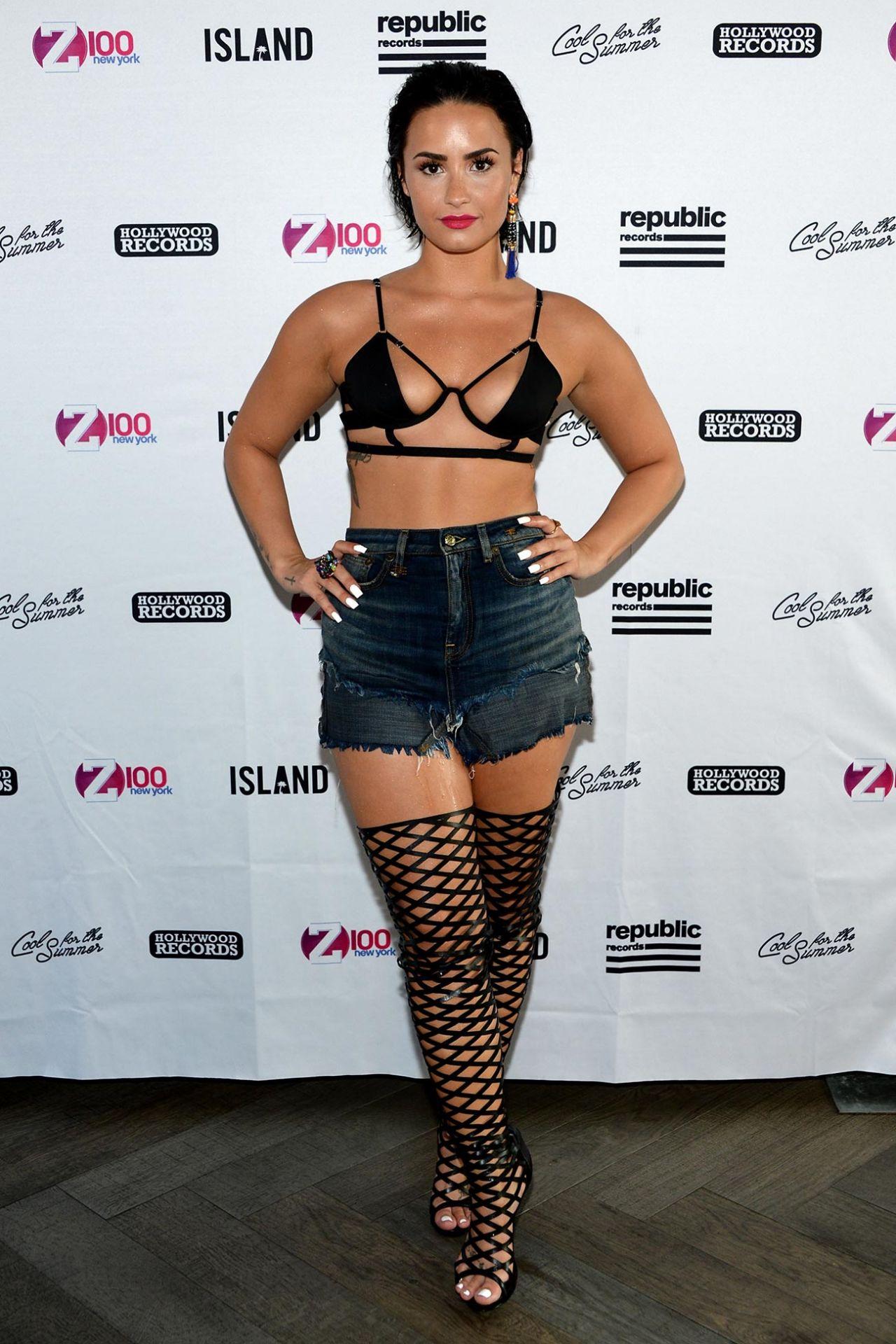 image Demi lovato live sexy compilation 3