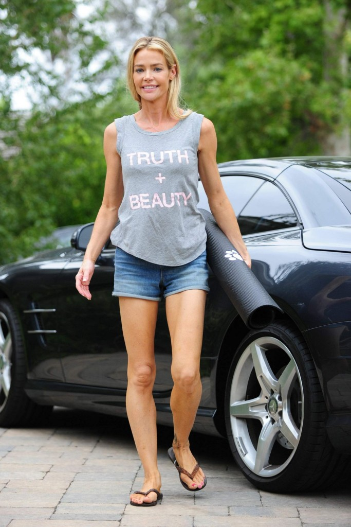 denise-richards-leggy-in-shorts-at-a-yoga-studio-in-los-angeles-july-2015_15