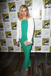 Eliza Taylor – The 100 Press Line at Comic Con in San Diego