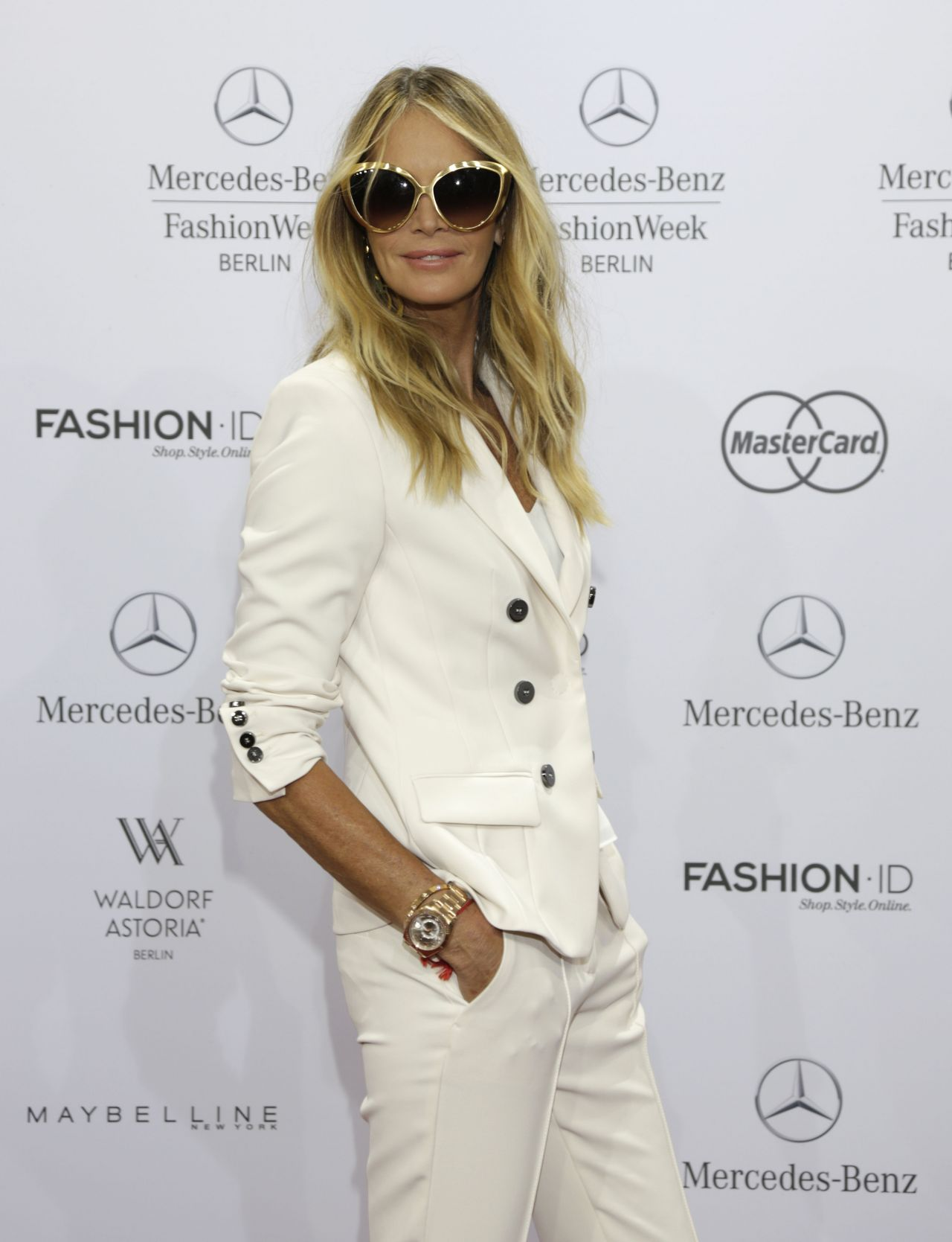 elle macpherson marc cain fashion show mercedes benz fashion week in berlin july 2015. Black Bedroom Furniture Sets. Home Design Ideas