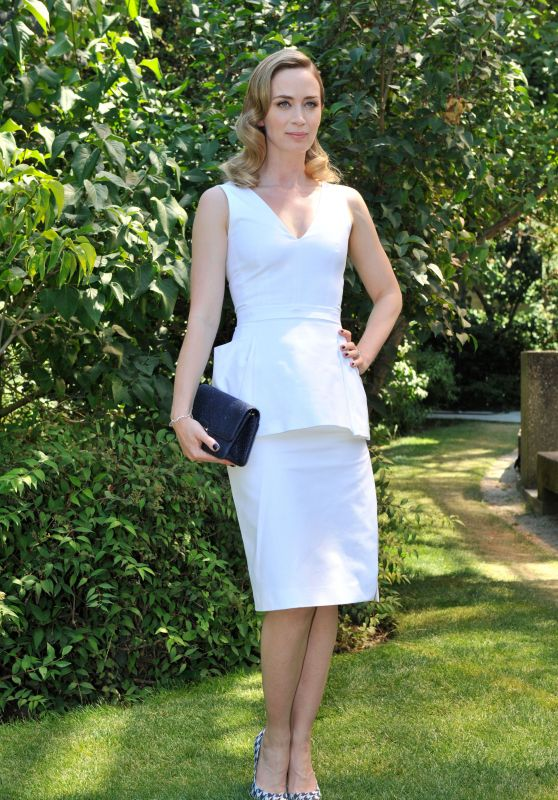 Emily Blunt - Christian Dior Fashion Show in Paris, July 2015