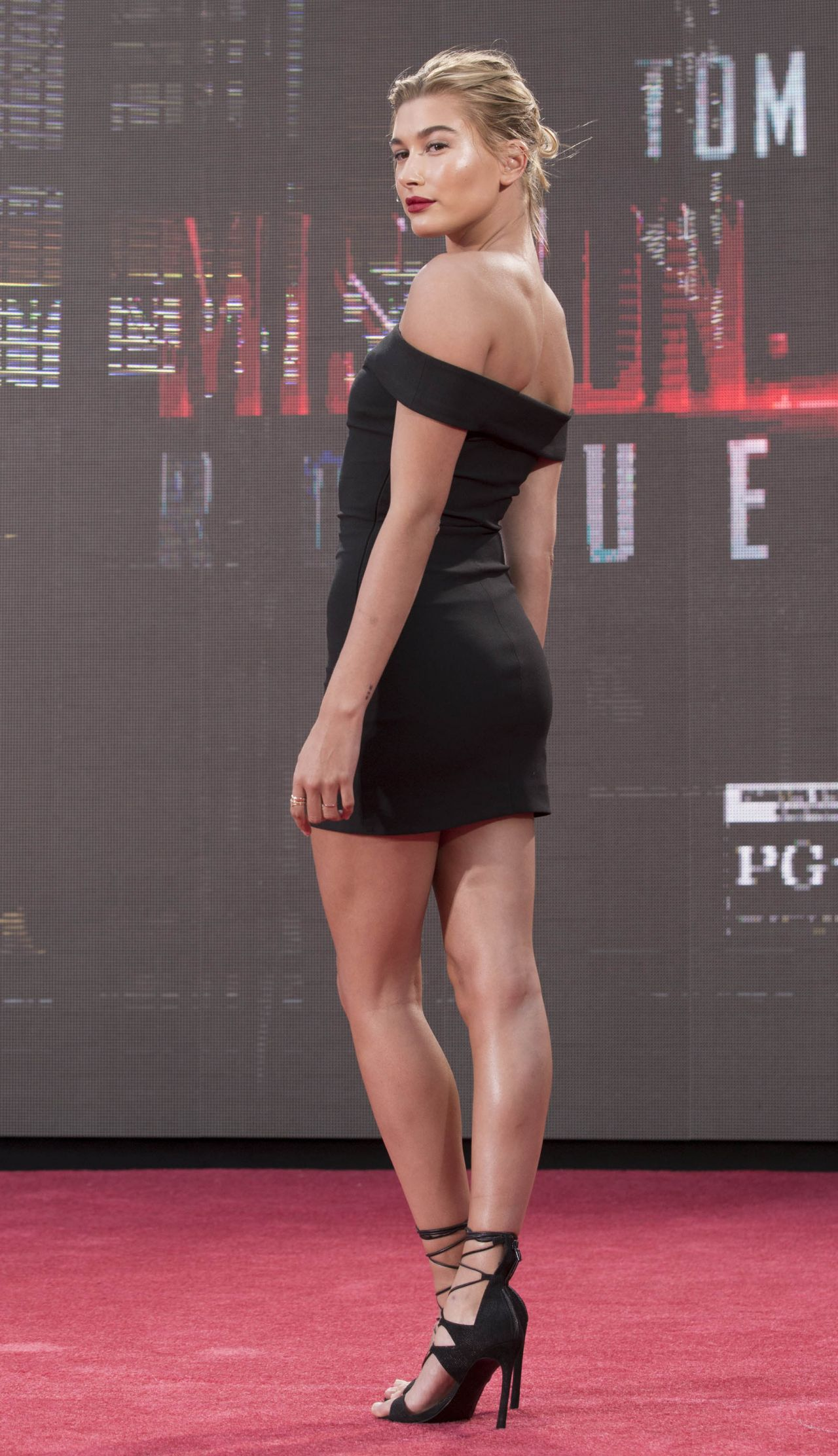 Hailey Baldwin - Mission Impossible: Rogue Nation Premiere