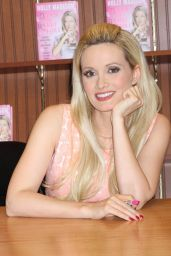 Holly Madison Signing Her Book