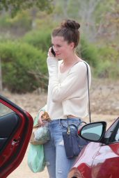 Ireland Baldwin at the Farmers Market in Malibu, July 2015