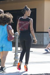 Jada Pinkett Smith Booty in Jeans - Sunlife Organic in Calabasas - July 2015