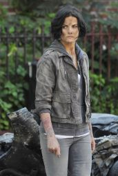 Jaimie Alexander - Set of