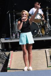 Jamie Lynn Spears Performs at Country Thunder USA - Day 3 In Twin Lakes, Wisconsin