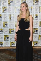 Jennifer Lawrence - The Hunger Games Mockingjay Part 2 Presentation at Comic Con in San Diego