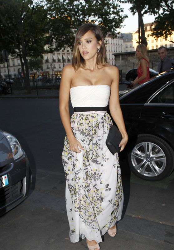 Jessica Alba - Fashion Week in Paris, July 2015