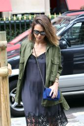 Jessica Alba Shopping in Paris, July 2015