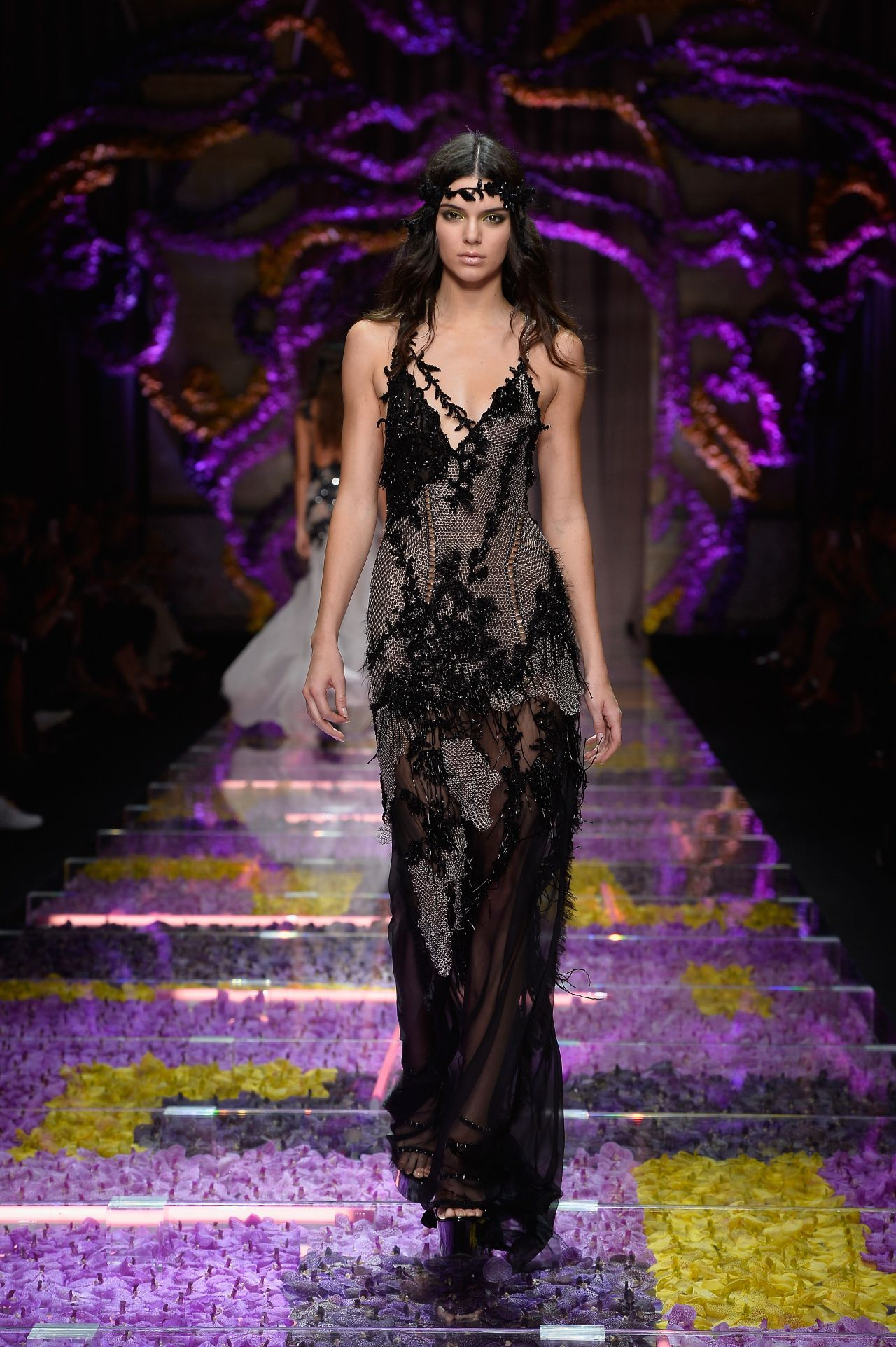 kendall jenner atelier versace show paris fashion week