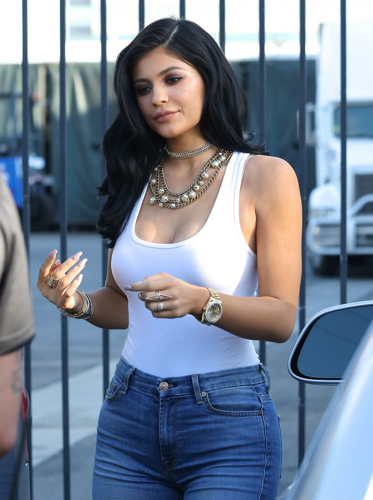 Kylie Jenner Hot In Tight Jeans