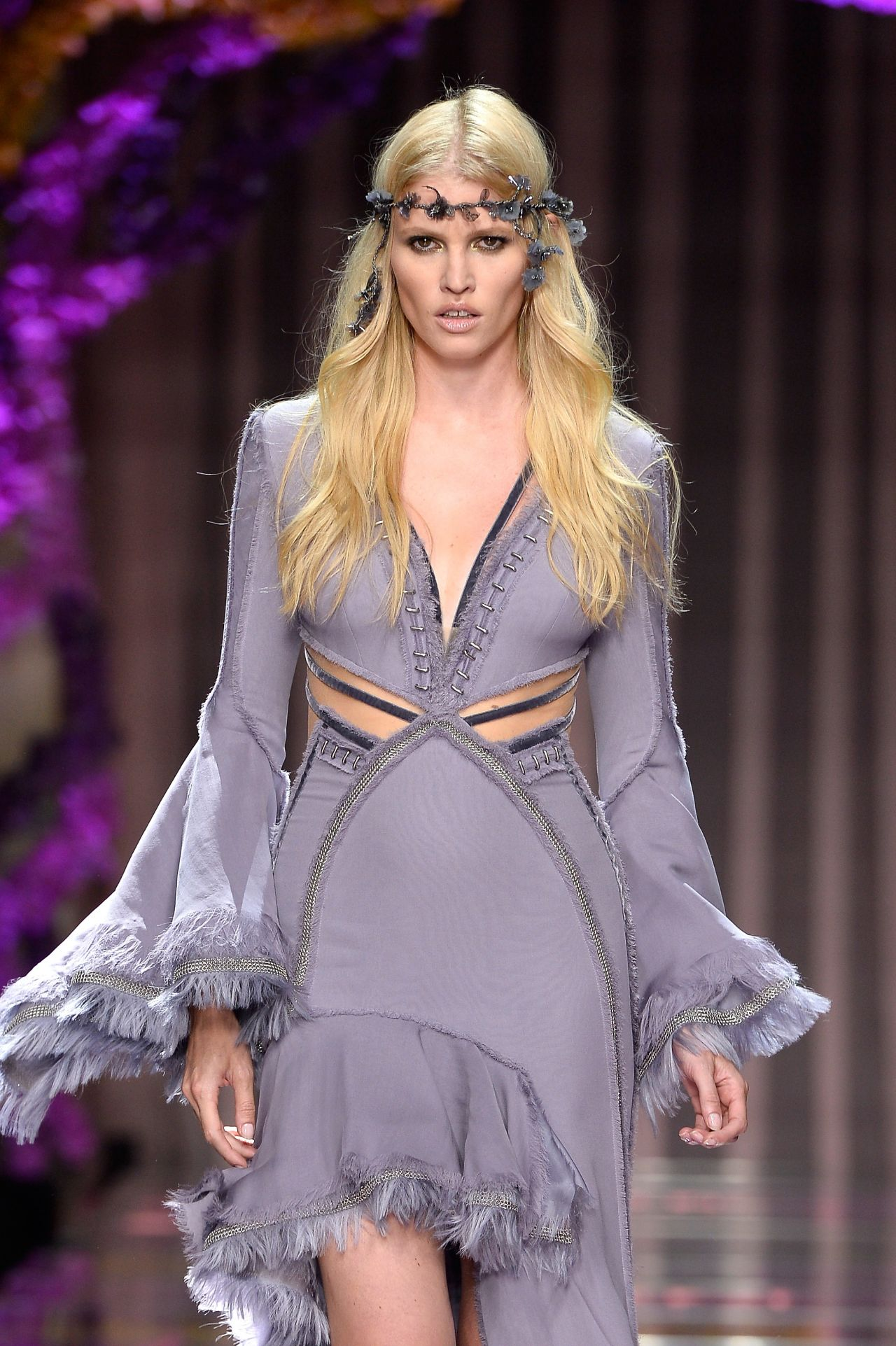 Lara stone atelier versace show paris fashion week for Tile fashion 2016