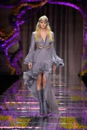 Lara Stone – Atelier Versace Show, Paris Fashion Week Haute Couture Fall/Winter 2015/2016