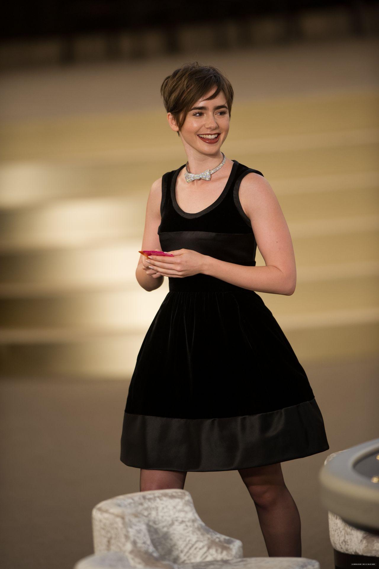 lily collins chanel fashion show paris fashion week