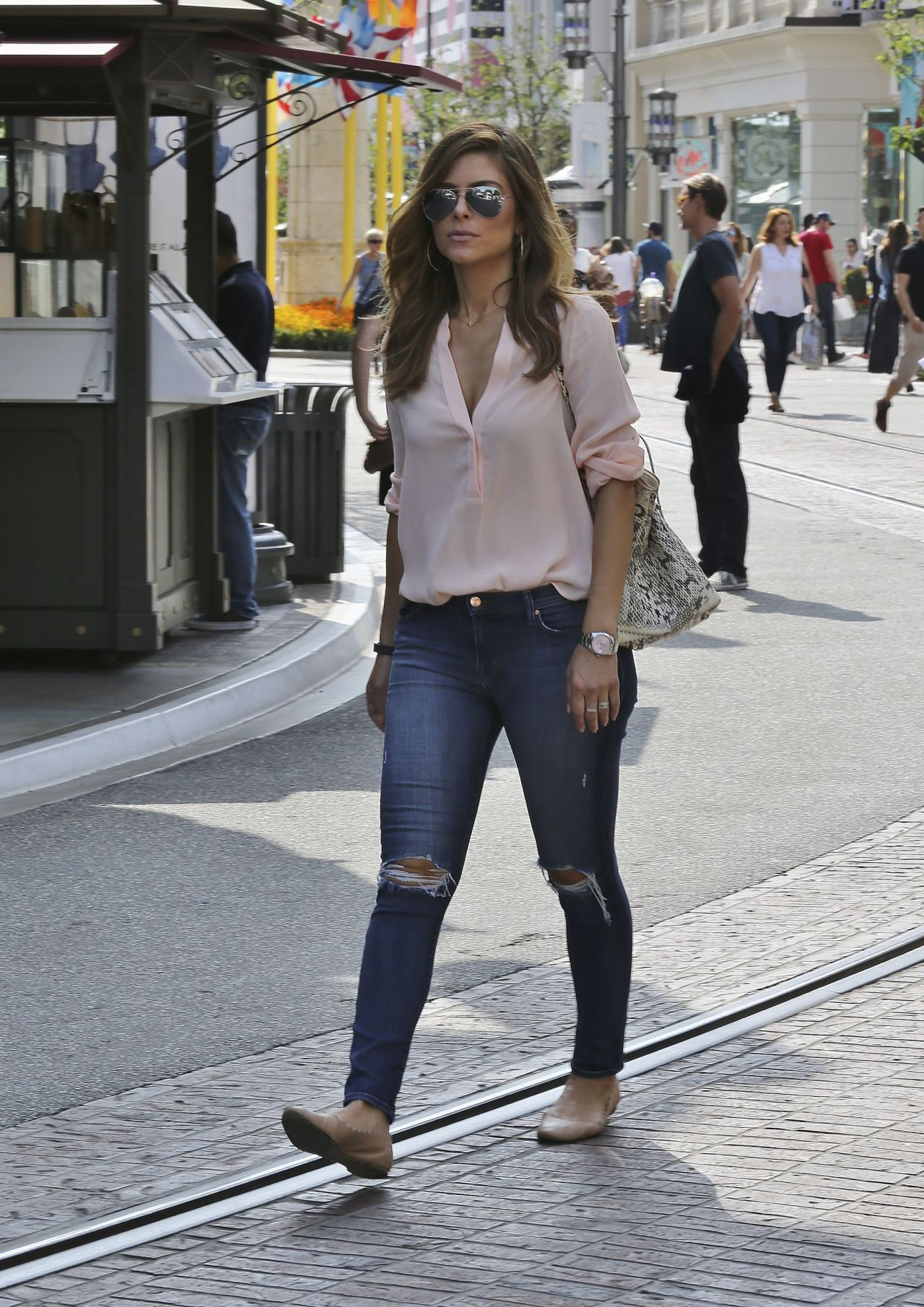 Maria Menounos Booty In Jeans The Grove In West