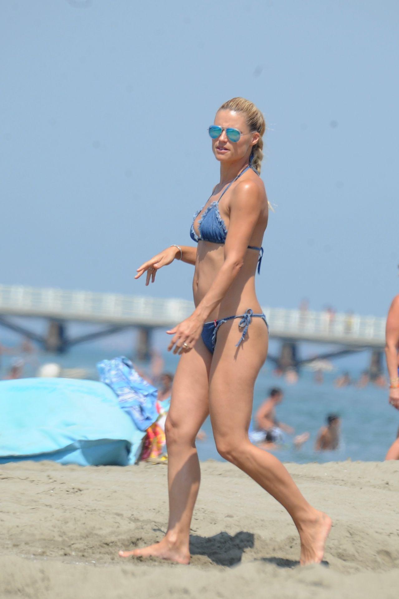 Michelle Hunziker Amp Daughter Aurora Bikini Candids At The Beach In Forte Dei Marmi July 2015