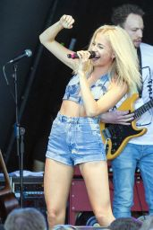 Pixie Lott Performs at Brentwood Festival in Essex, July 2015