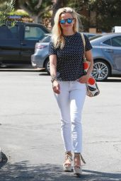 Reese Witherspoon Casual Style - Out in Brentwood, July 2015
